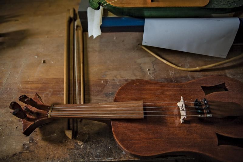 Nogy's replica of a vielle, a late-medieval five-stringed fiddle.