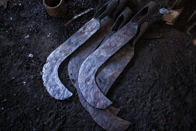 Sickles made by blacksmiths in Potengi.