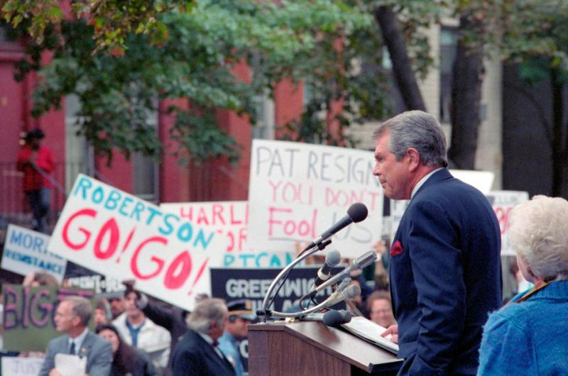 Pat Robertson announces his candidacy for the Republican presidential nomination on October 1, 1987. Supporters and hecklers attended (Ezio Petersen / Bettmann / Corbis).