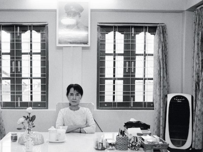 Aung San Suu Kyi, in her bungalow in Rangoon, April 1, 1998 (Joachim Ladefoged / VII)