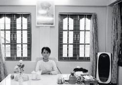 Aung San Suu Kyi, in her bungalow in Rangoon, April 1, 1998 (Joachim Ladefoged/VII)